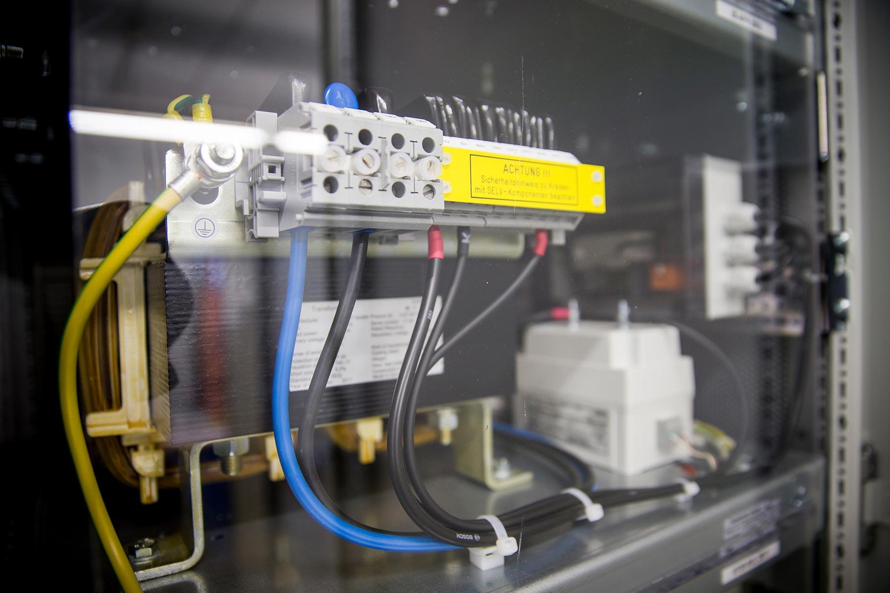 Elektrische Schaltanlage am Flughafen Stuttgart